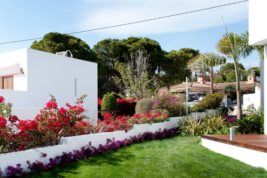 Foto jard n mediterr neo junto al mar de david jimenez for Diseno jardin mediterraneo