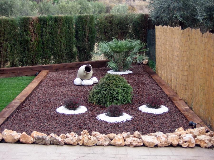 Foto jard n particular en olesa de montserrat de for Jardines pequenos con grava