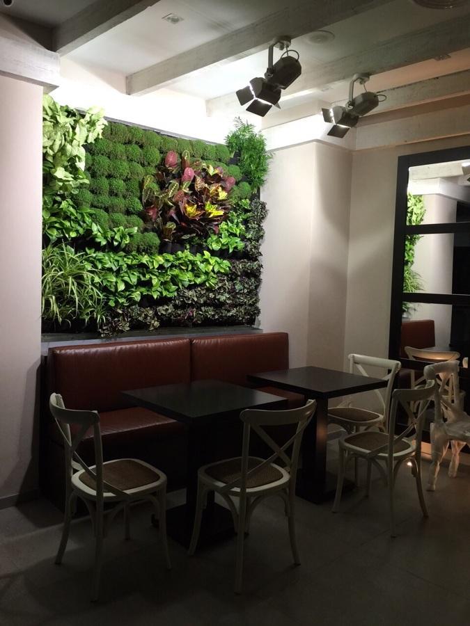 Jardín vertical Restaurante Cuatro Manos