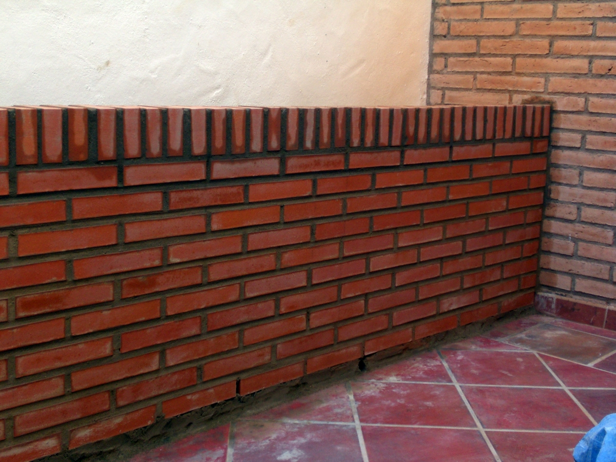 Foto jardinera de obra de ladrillo visto de izpe - Muros de ladrillo visto ...