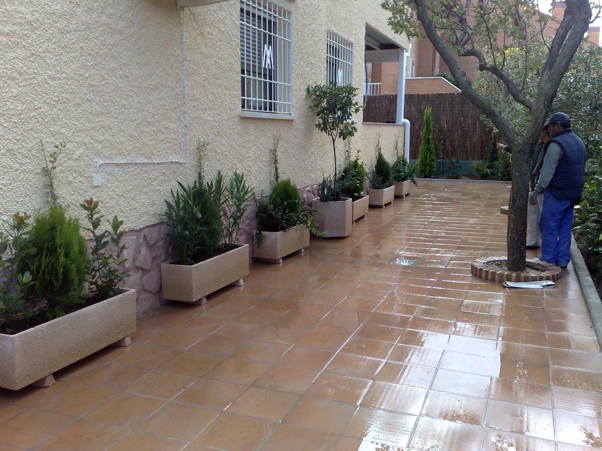 Foto jardineras de piedra de jardineria guerrero 291606 for Banco de piedra para jardin