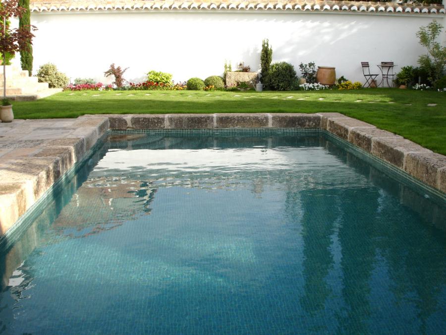 foto piscina con acabado en piedra r stica de piscinas On piscinas tomelloso