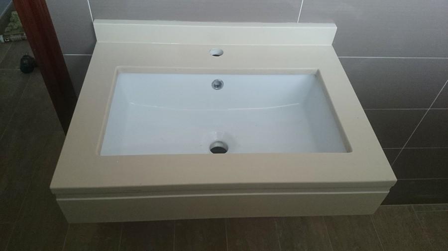 Foto lavabo bajo encimera en silestone suspendido de luis for Lavabo bajo encimera