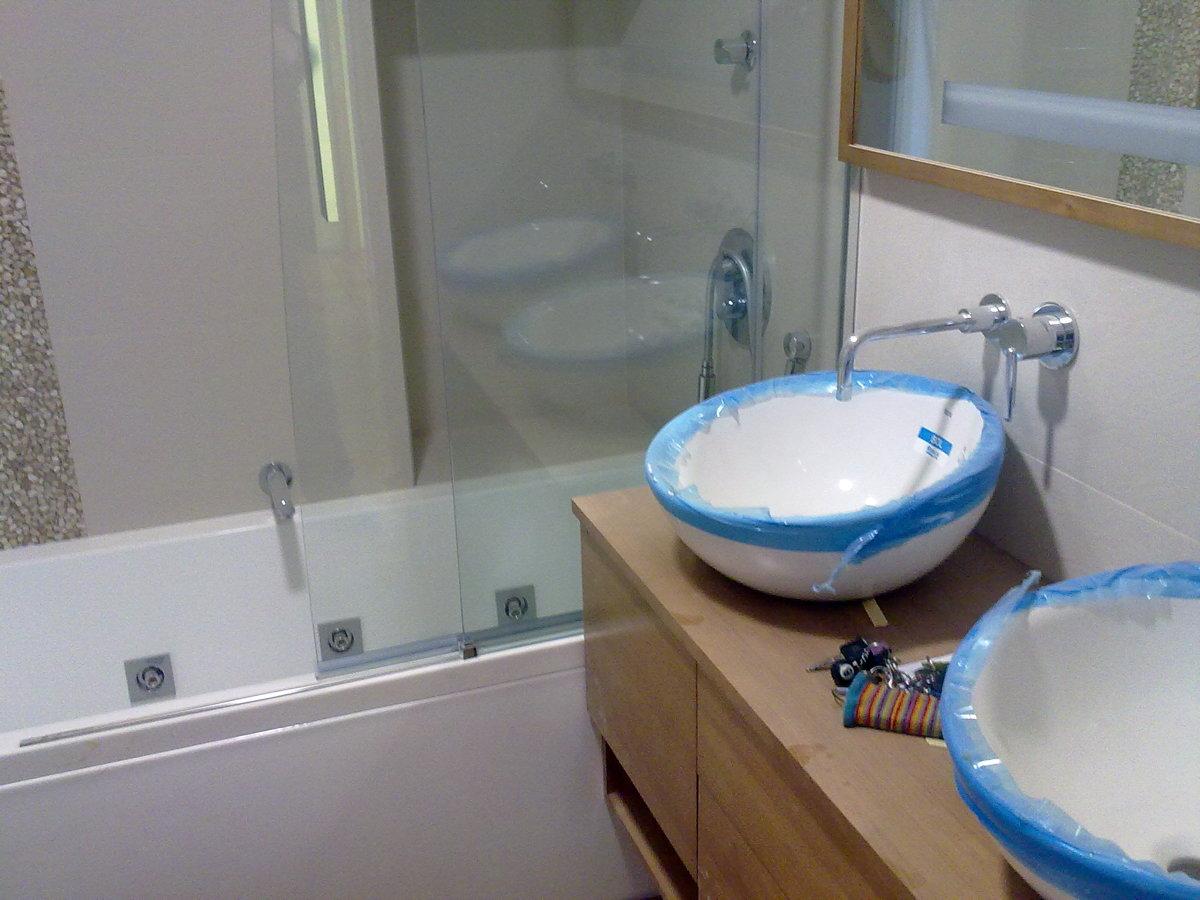 Foto lavabo con grifos empotrados de smaymer y zayas for Grifo lavabo vintage