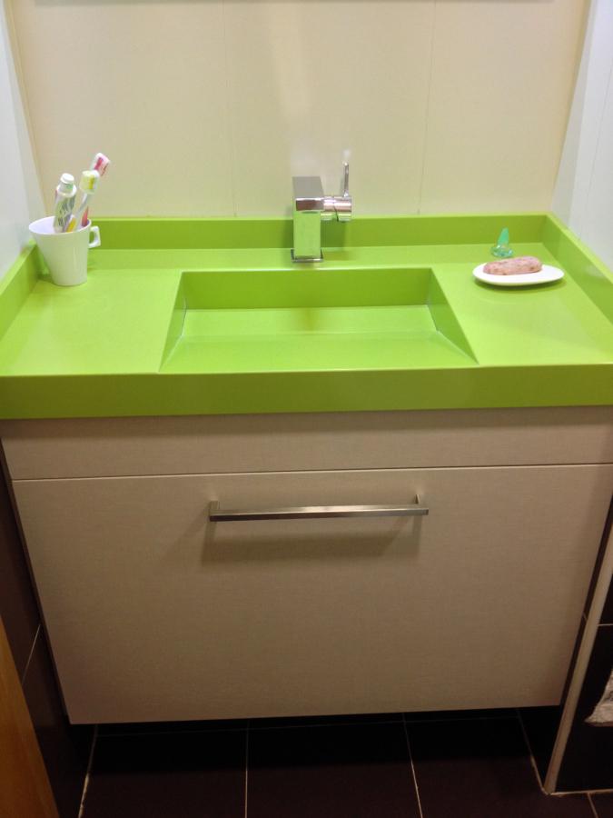 foto lavabo integrado en silestone verde fun de