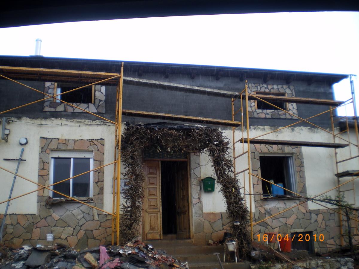 Foto levantar tejado de constru reforva2000 s l 212916 for Tejados madera ourense