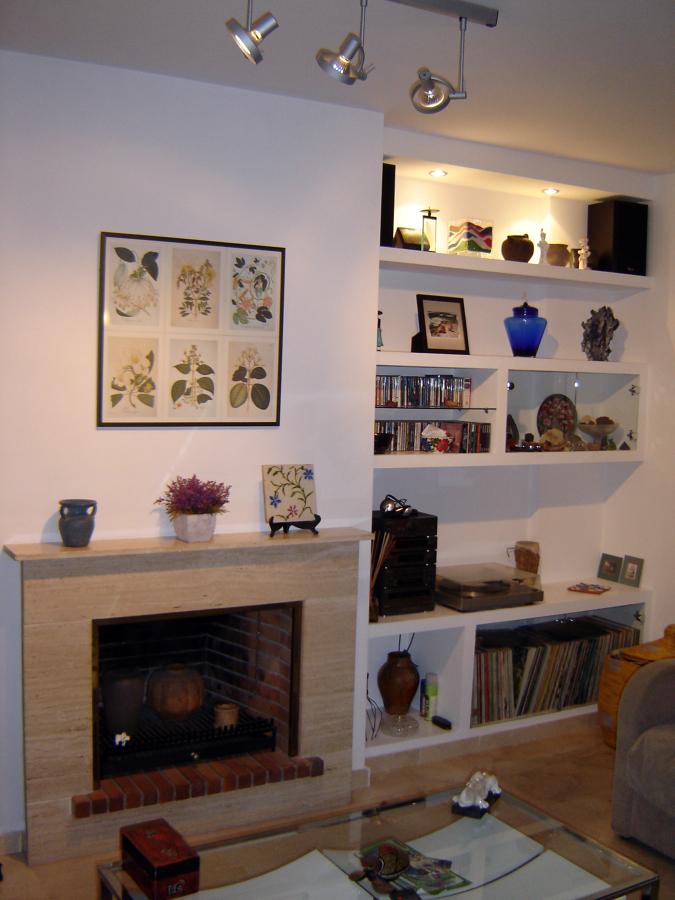libreria de acompañamiento chimenea