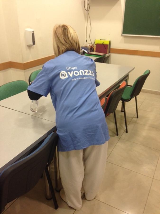 Foto limpieza centros docentes de valenciana de servicios for Empresas de limpieza en valencia que necesiten personal