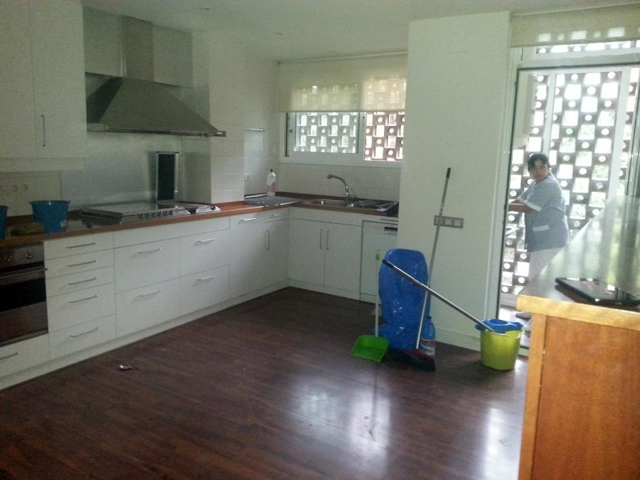 Foto limpieza de cocina a fondo de profi net serveis de - Limpieza de cocina ...