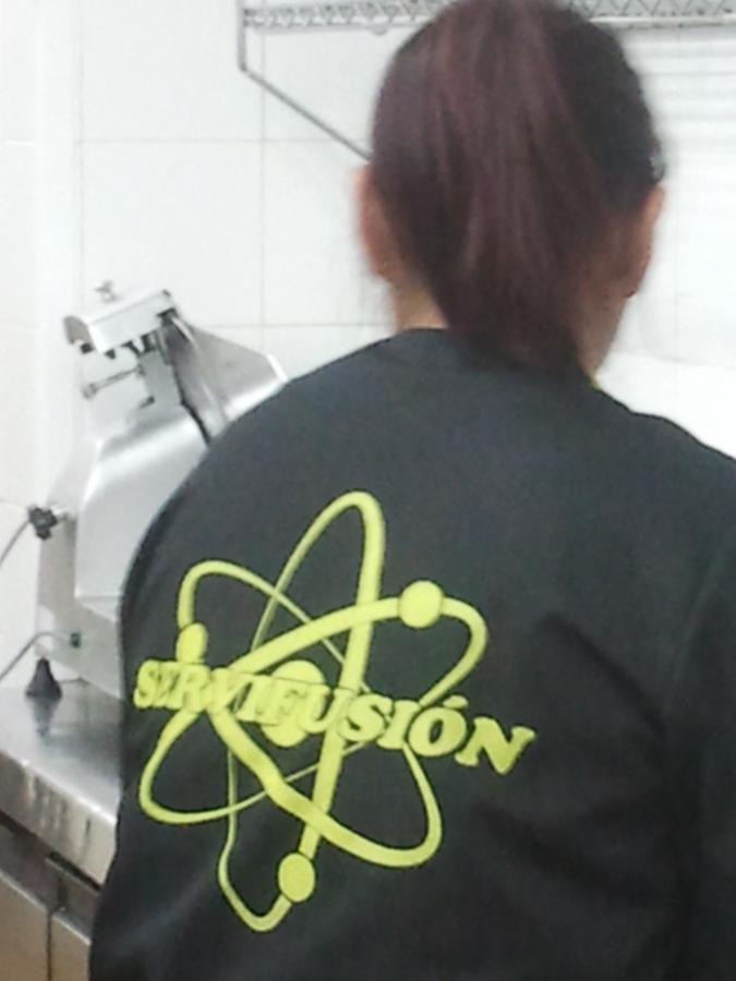 Foto limpieza de cocina industrial de servifusion - Limpieza de cocina ...