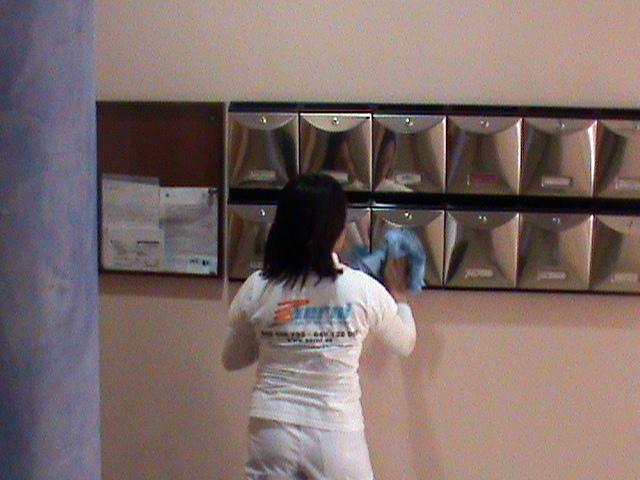 Foto limpieza de comunidades de limpiezas y servicios for Limpieza de comunidades en granada