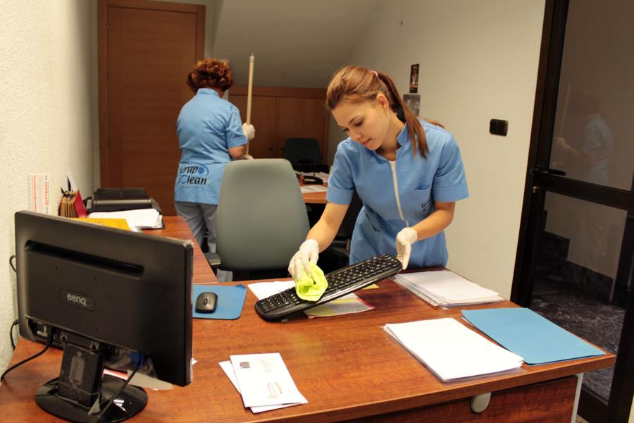 Foto limpieza de oficinas de grupo iclean 454795 for Oficina de empleo de segovia