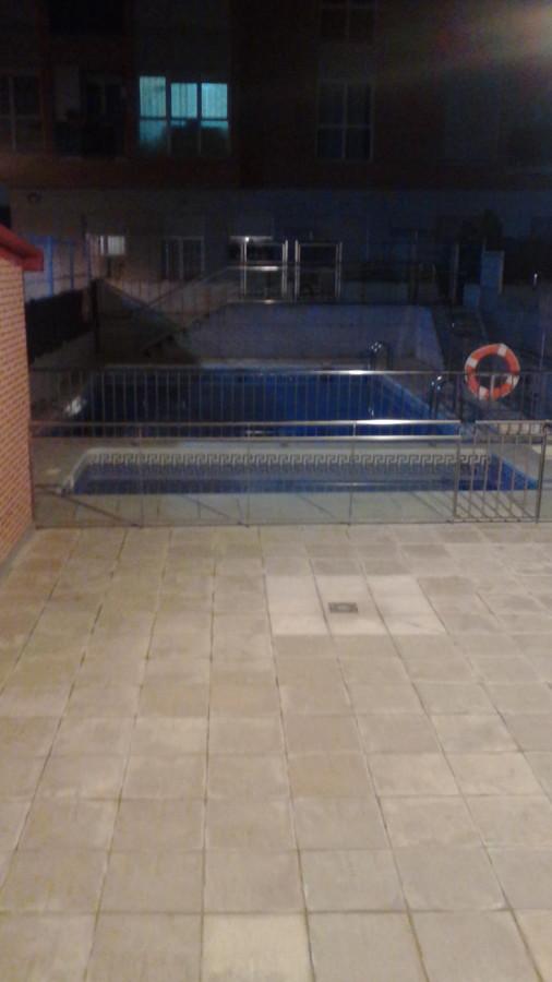 limpieza de zona comun de piscina