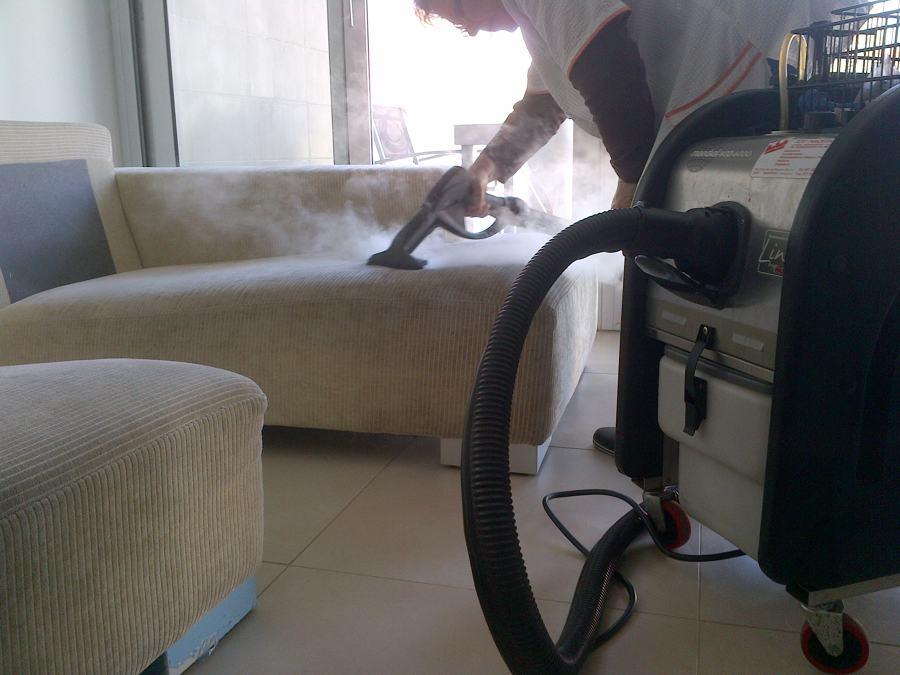 Foto limpieza tapicerias de neteges m s net riudoms - Tapiceros tarragona ...