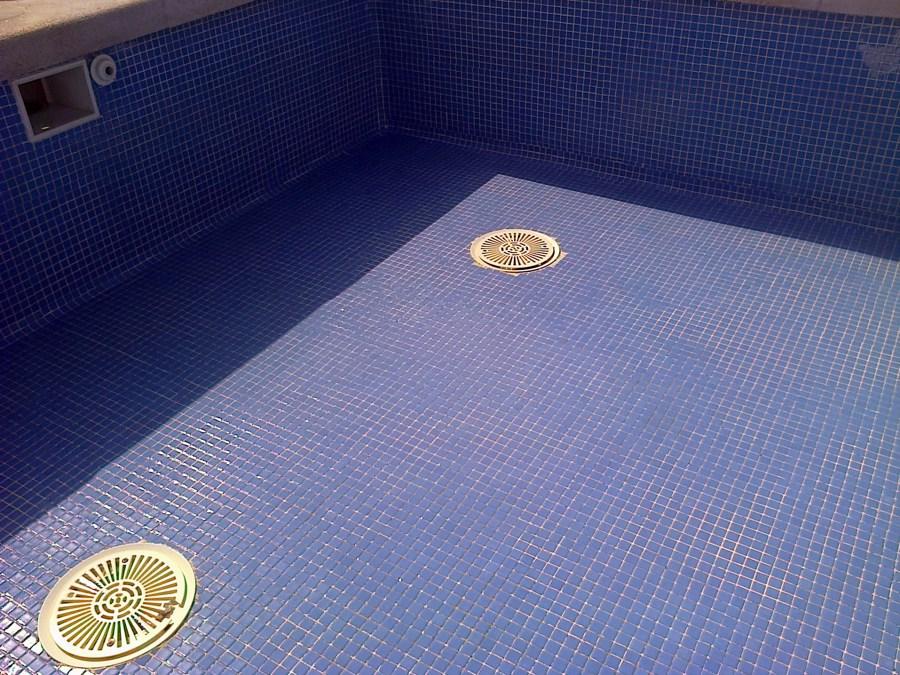 Limpieza y desinfeccion piscina infantil comunidad