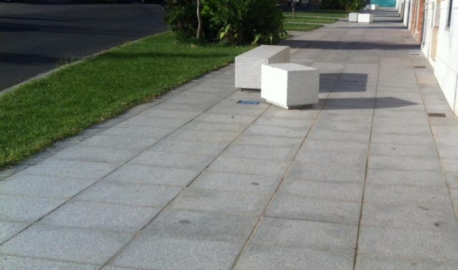 Foto losas de granito y bancos de piedra de granito gris for Piedra para granito