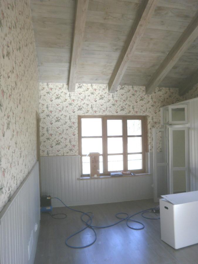 Foto: madera envejecida (techos y suelos) , empapelado paredes y ...