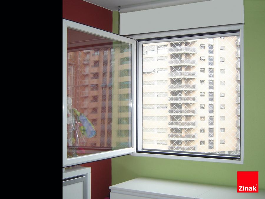 Foto mallas de proteccion transparentes para ventanas de - Proteccion escaleras ninos ...