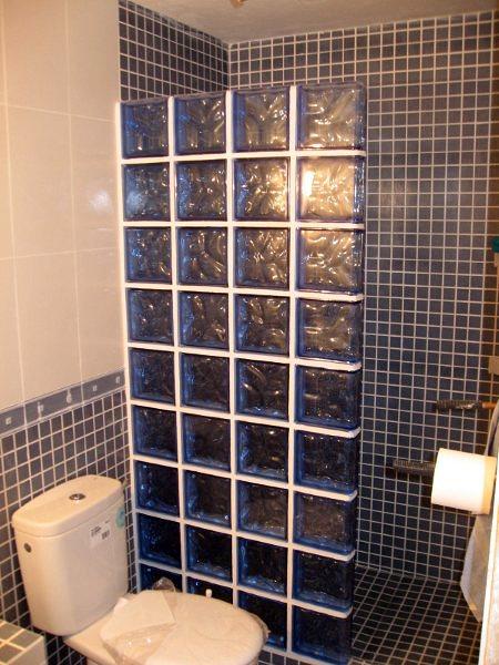 Foto mamparas de blokes de paves de av construccions s c - Duchas con paves ...