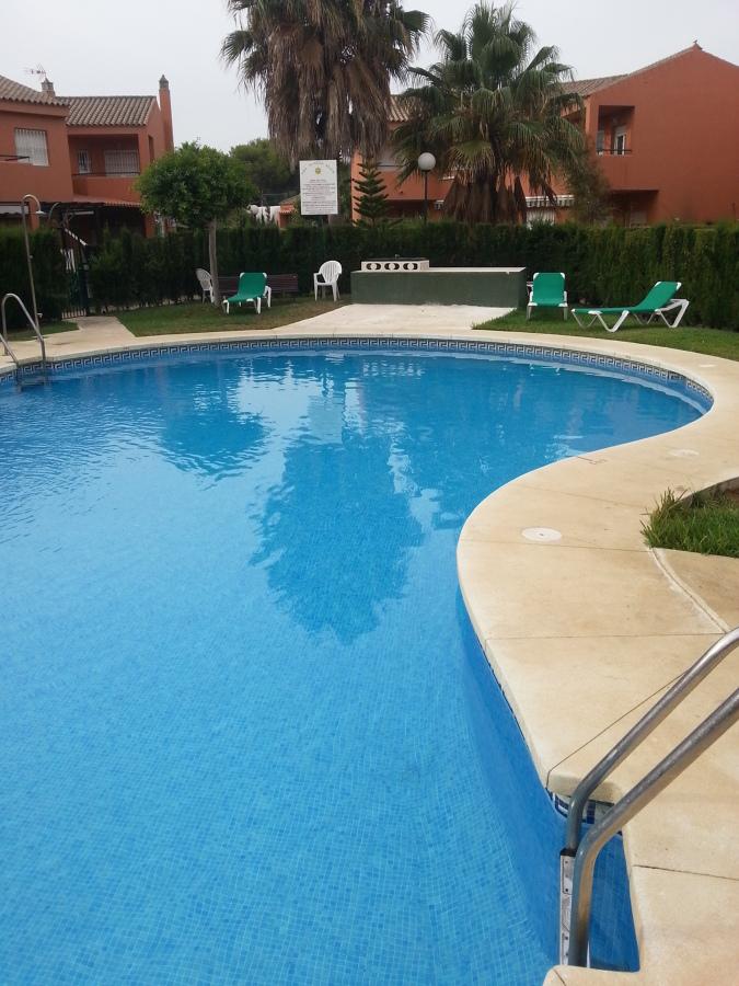 Foto mantenimiento de piscinas y jardines de limpieza y - Mantenimiento de piscinas ...