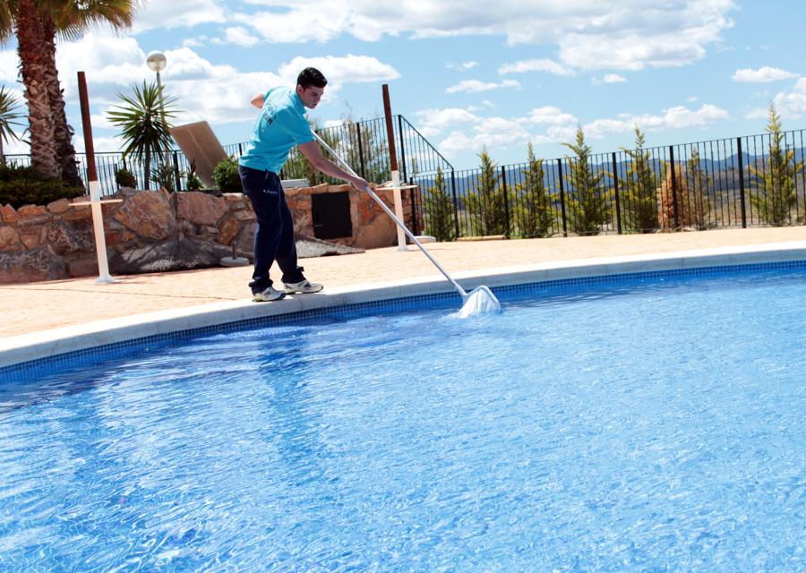 Foto mantenimiento de piscinas de grupo iclean 454794 for Limpieza de piscinas
