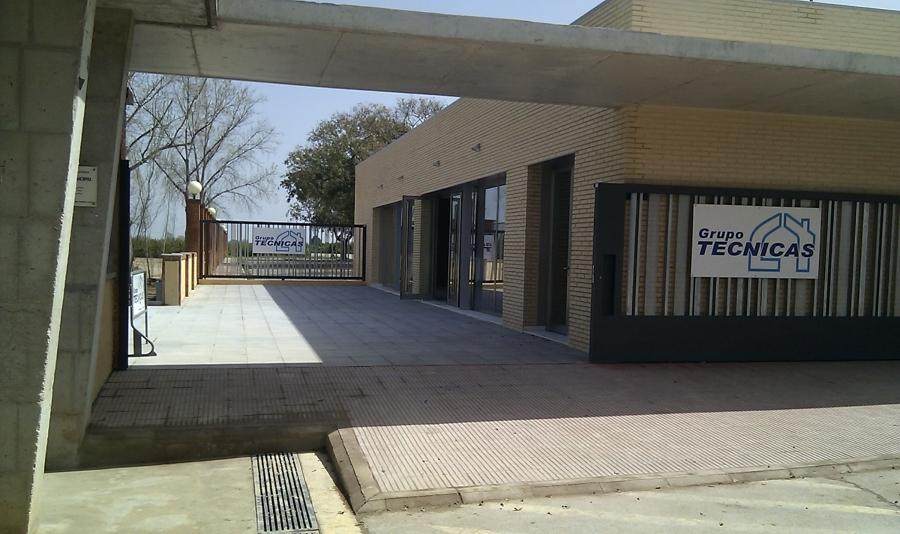 """Marquesina de acceso al polideportivo """"Joan Girbés"""""""
