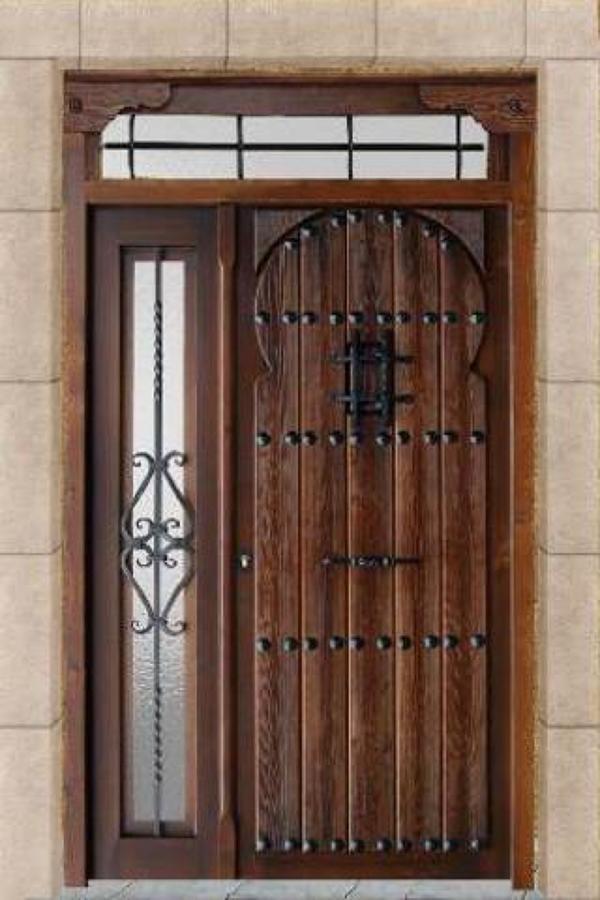 foto puerta de calle madera maciza estilo rabe de