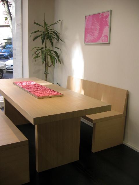 mesa con bancos madera