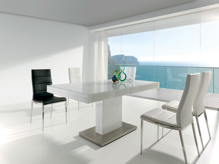 Foto mesa de comedor blanca de ricard sent s espais for Mesas de comedor extensibles economicas