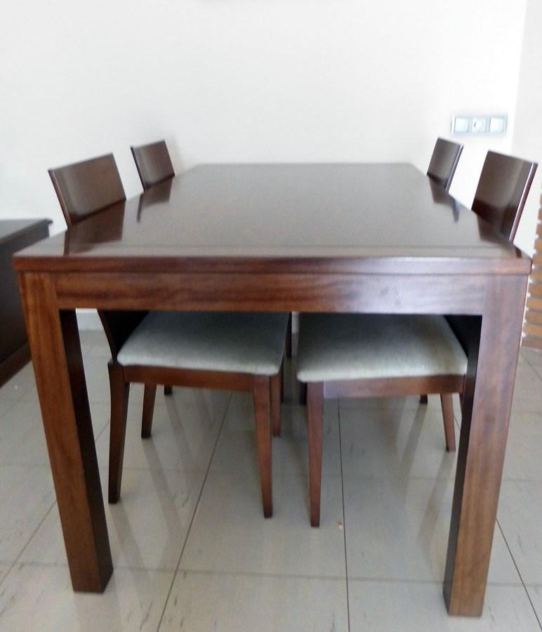 Foto mesa de comedor de cedro color nogal de fusteria - Color nogal en madera ...