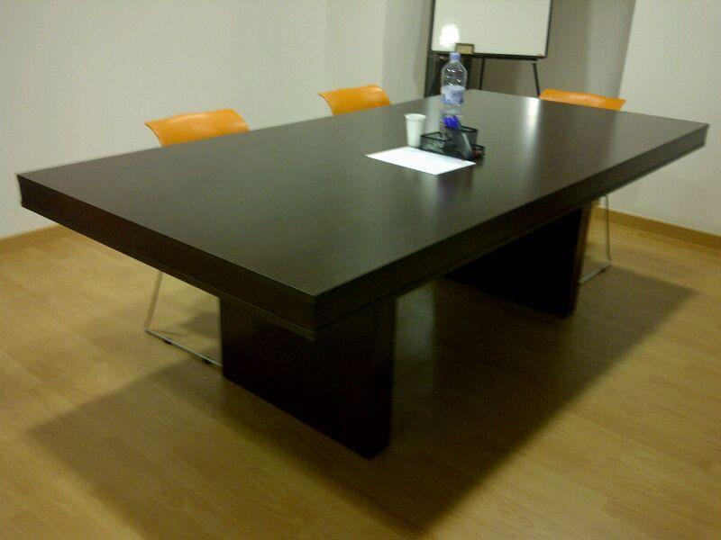 Foto mesa de reuniones a medida de opyfex fusters for Mesa de reuniones