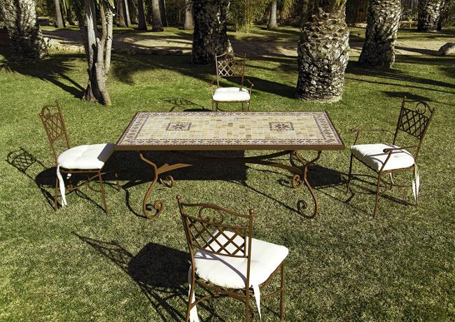Foto mesa jardin de mosaico y forja de fusta i ferro for Mesa mosaico jardin