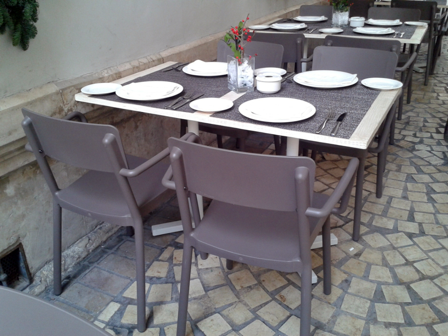 Foto mesa y sillas terraza restaurante de estudio 5s for Sillas de estudio zaragoza