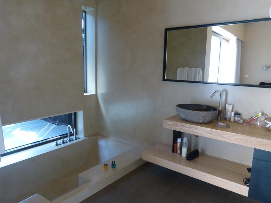 Foto microcemento aplicaci n en paredes y ba era de ba o - Color arena para paredes ...