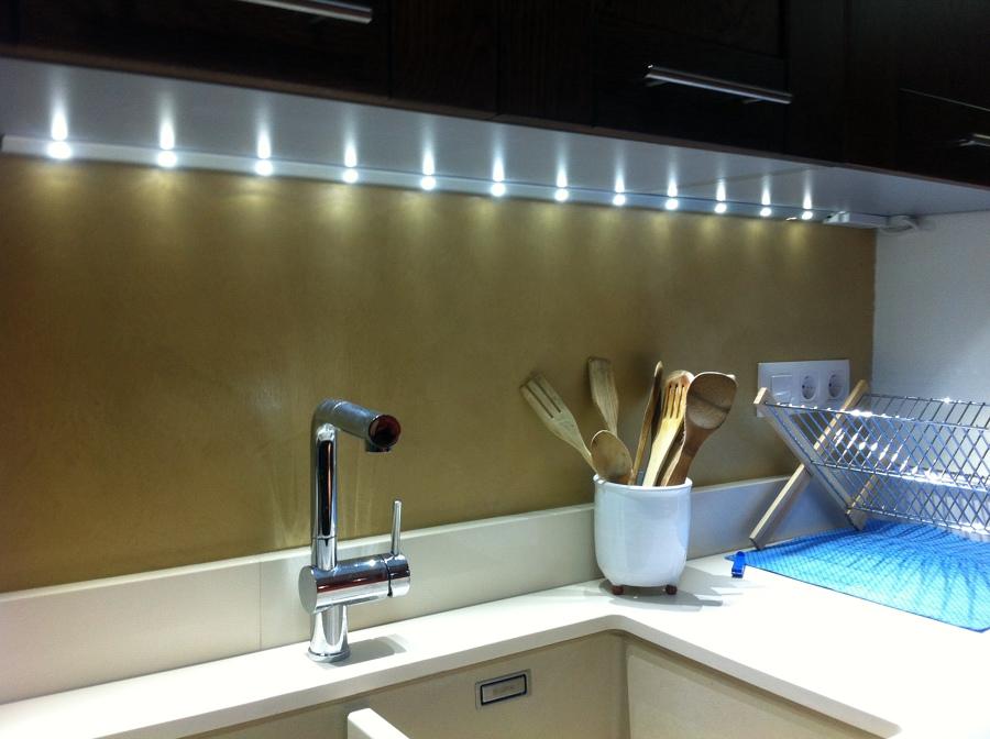 Foto microcemento en paredes de cocina de systemcement for Paredes para cocina