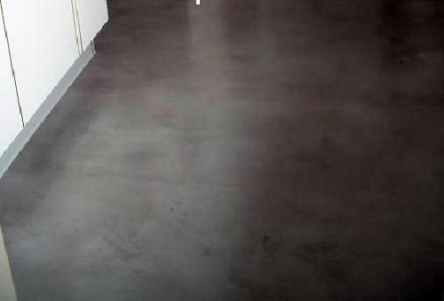 Foto microcemento en el suelo de una cocina de iris - Suelo de cocina ...