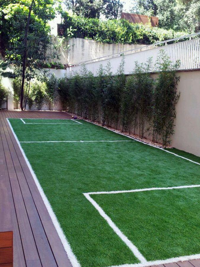 Mini campo de futbol con césped artificial