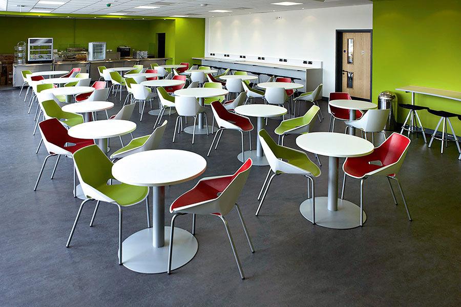 Foto mobiliario cafeterias de mc ofyal 404403 habitissimo for Mobiliario cafeteria