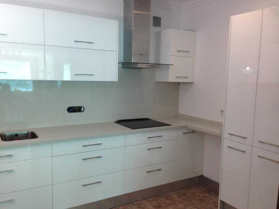 Foto mobiliario de cocina de muebles vallori 550069 for Mobiliario de cocina