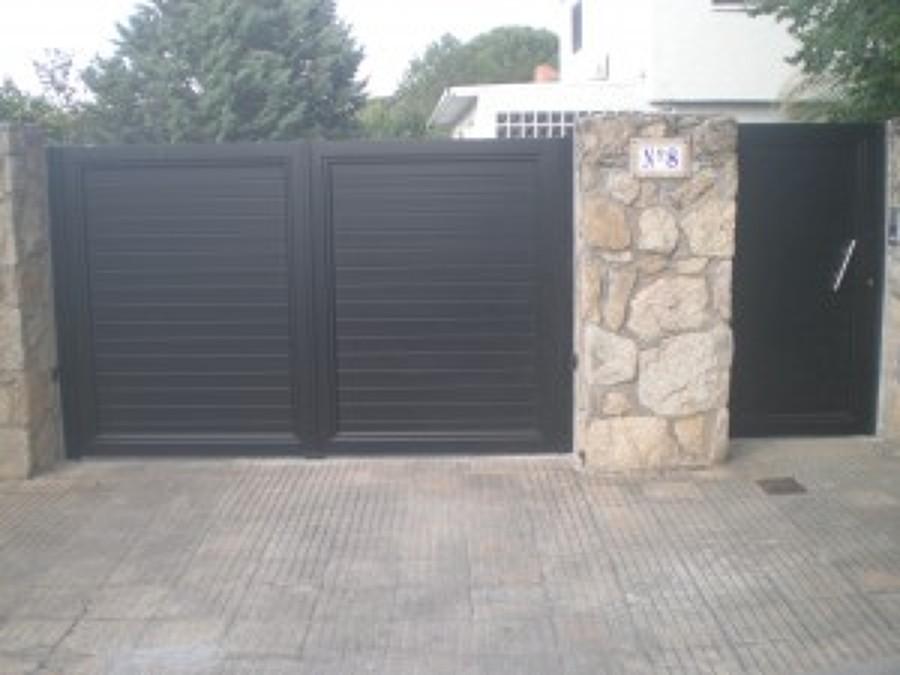 Foto cancelas autom ticas acceso finca de kulman for Puertas para fincas