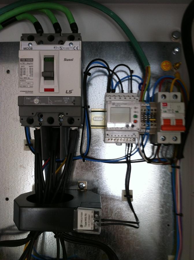 Montaje baterías condensadores para eliminar energía reactiva de la factura electrica
