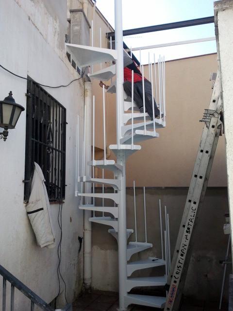 MONTAJE DE ESCALERA DE CARACOL
