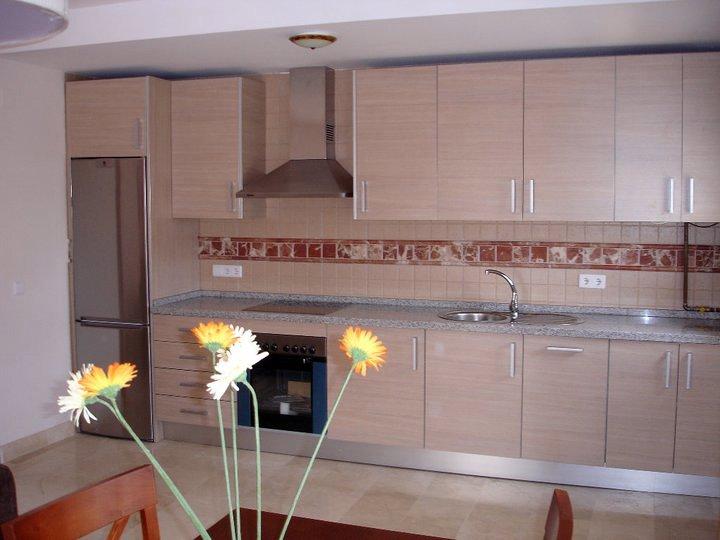 Foto montaje de muebles de cocina armarios puertas - Puertas de muebles de cocina ...