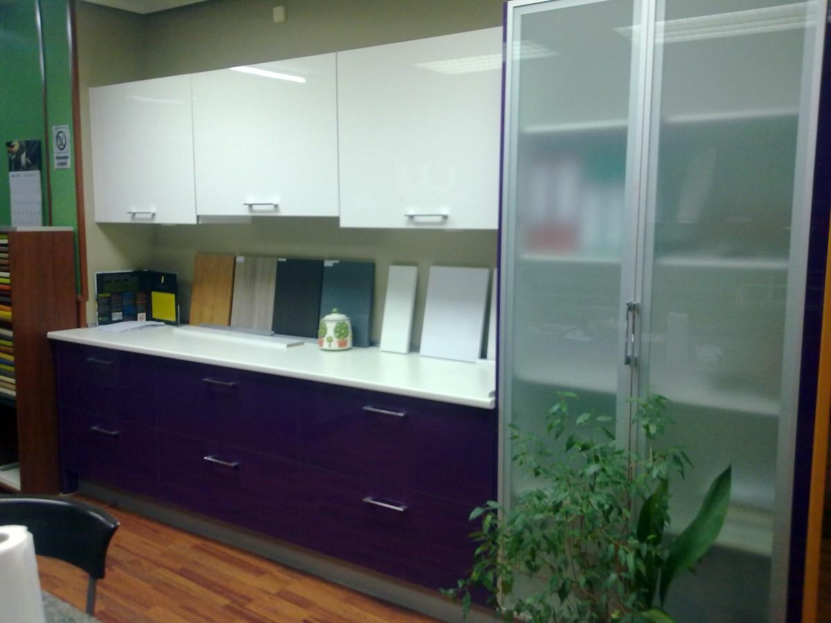 Foto morado blanco de reformas y mueble de cocina agole s for Muebles de cocina zamora