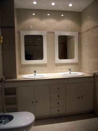 Mueble a medida blanco con espejos