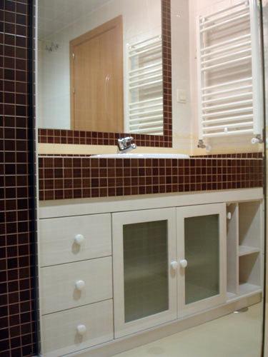 Foto mueble bajo encimera blanco de muebles de ba o jara - Mueble bajo bano ...