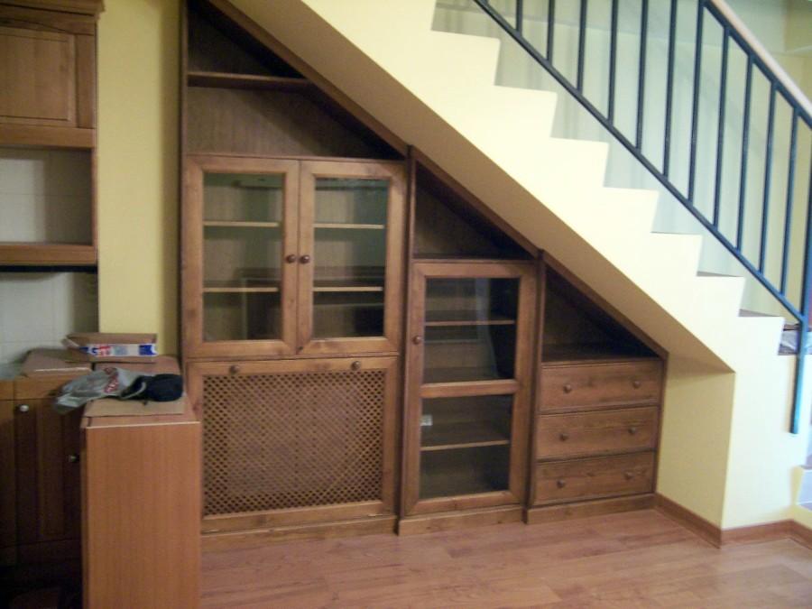 Foto mueble bajo escalera de la alacena segoviana s l for Escalera de cocina
