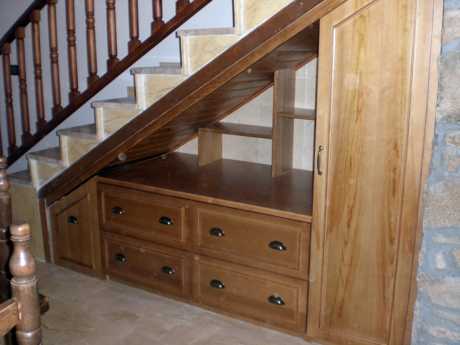 Foto mueble bajo escalera de ebanister a p f 210678 for Closet en escaleras