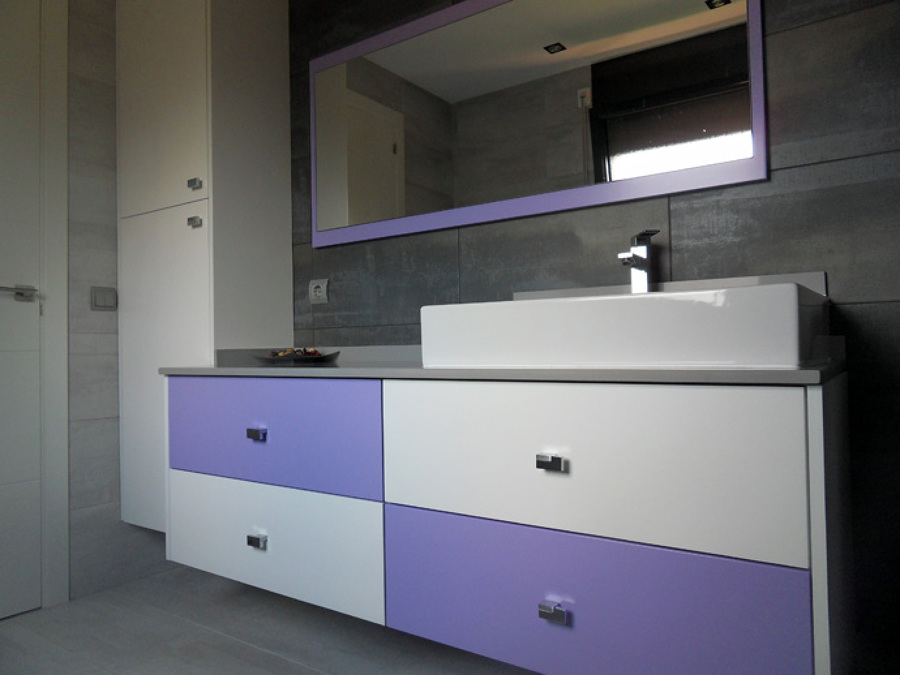 Mueble baño colgado con columna