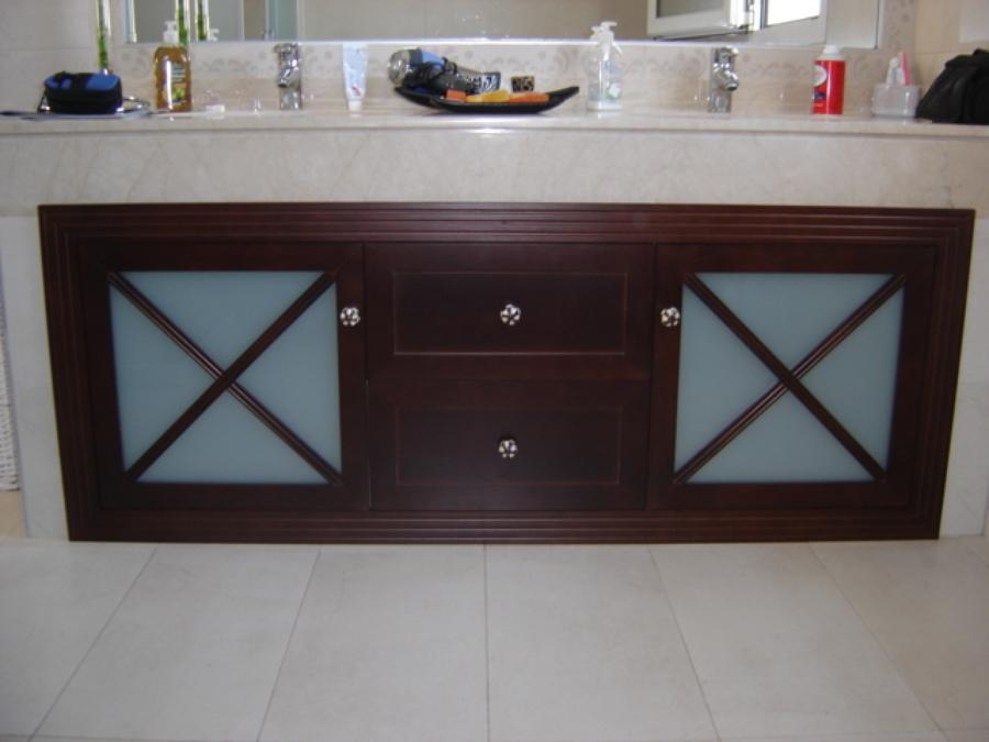 Foto mueble ba o de madera de carpinteria mercader s l for Muebles para bano de madera